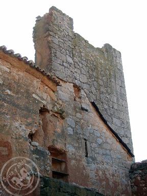 Torre junto a parroquia de Bordecrorex, antes de su restauración